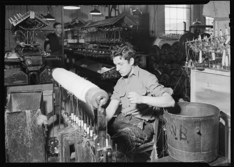 Paterson,_New_Jersey_-_Textiles._(Textile_worker.)_-_NARA_-_518594