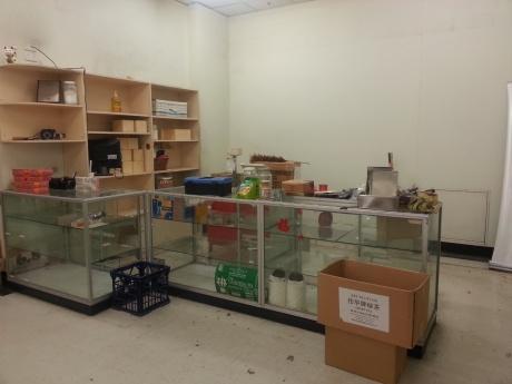 empty-store-14793552684fL